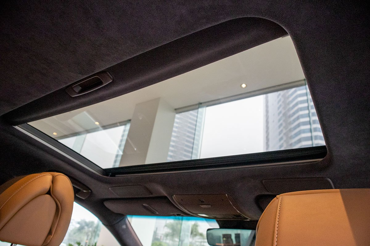 Cửa sổ trời xe Lexus LS500h 2020