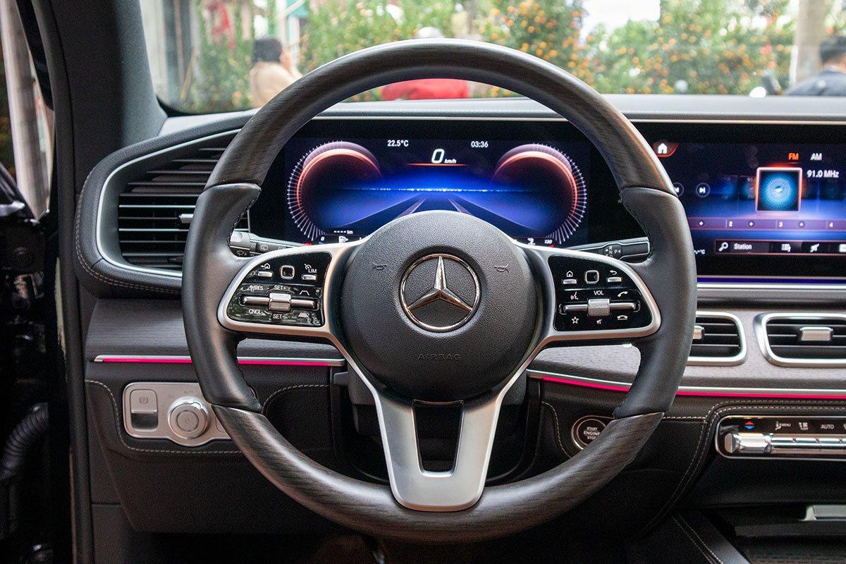 Ảnh chụp vô-lăng xe Mercedes-Benz GLE300 Diesel 2020