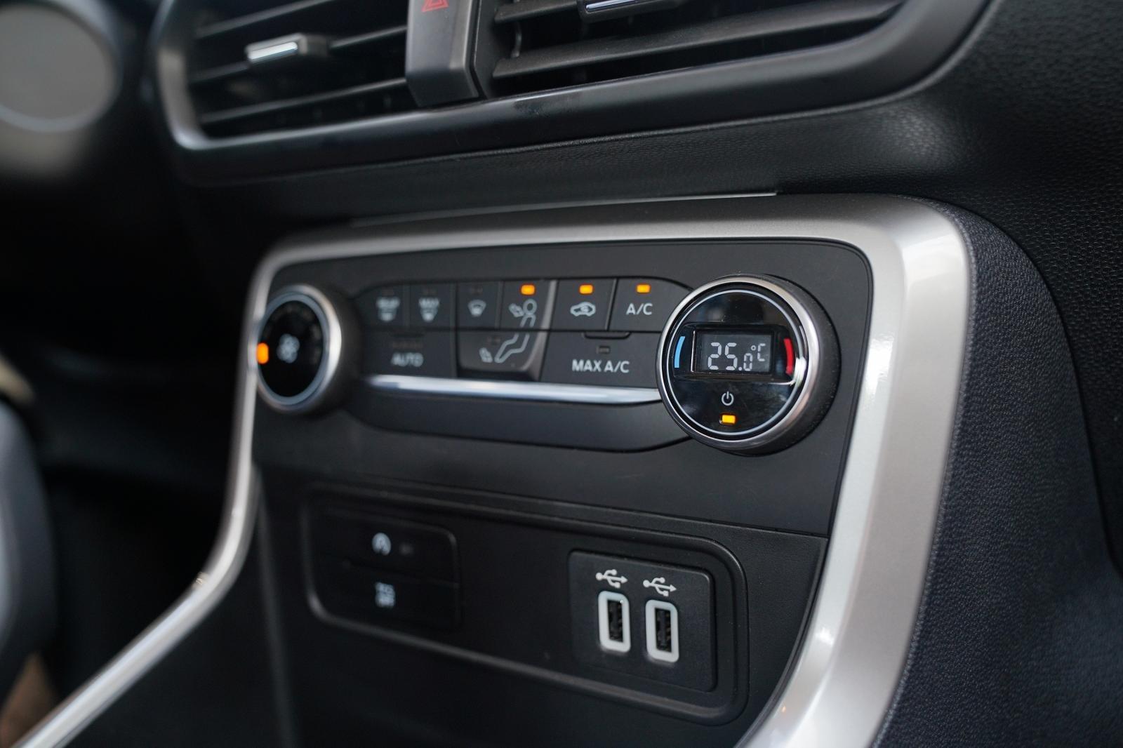 Trang bị tiện nghi trên xe Ford EcoSport 2020: Hệ thống nút bấm điều khiển chức năng 1