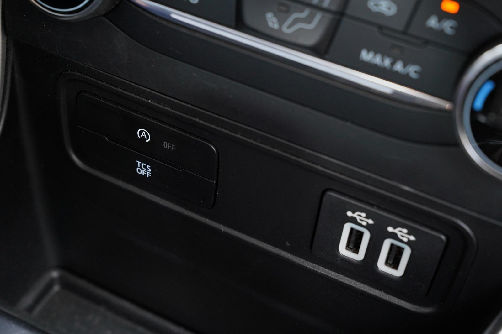 Trang bị tiện nghi trên xe Ford EcoSport 2020: Cổng kết nối 1
