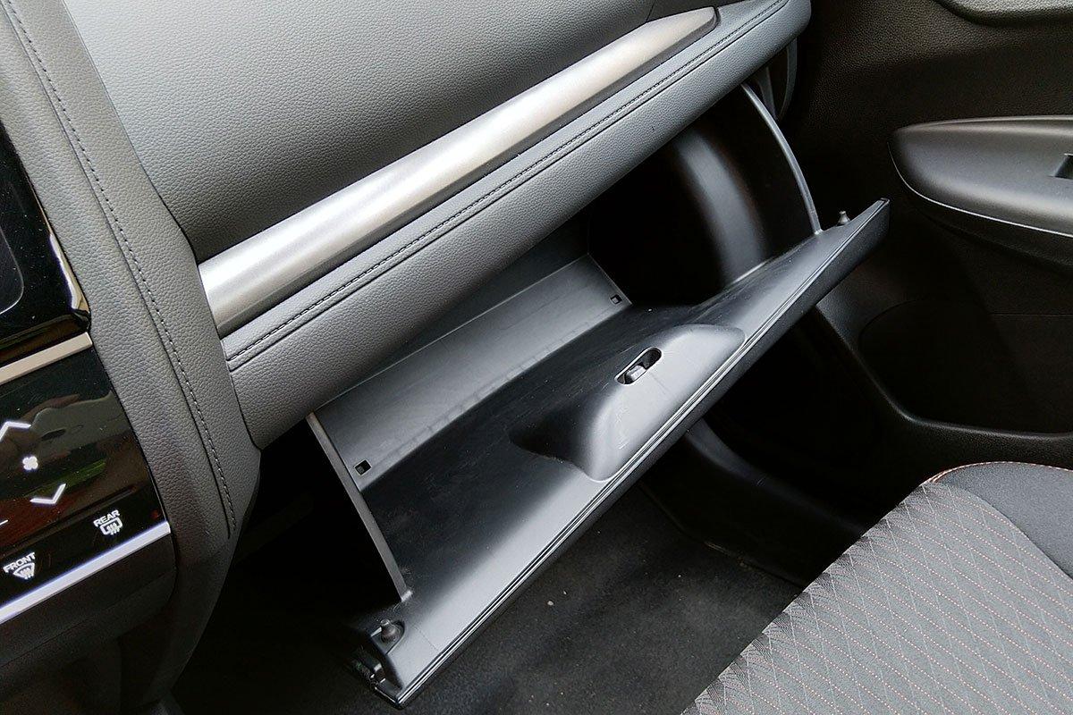 Trang bị tiện nghi trên xe Honda Jazz 2020: Hộc chứa đồ 1