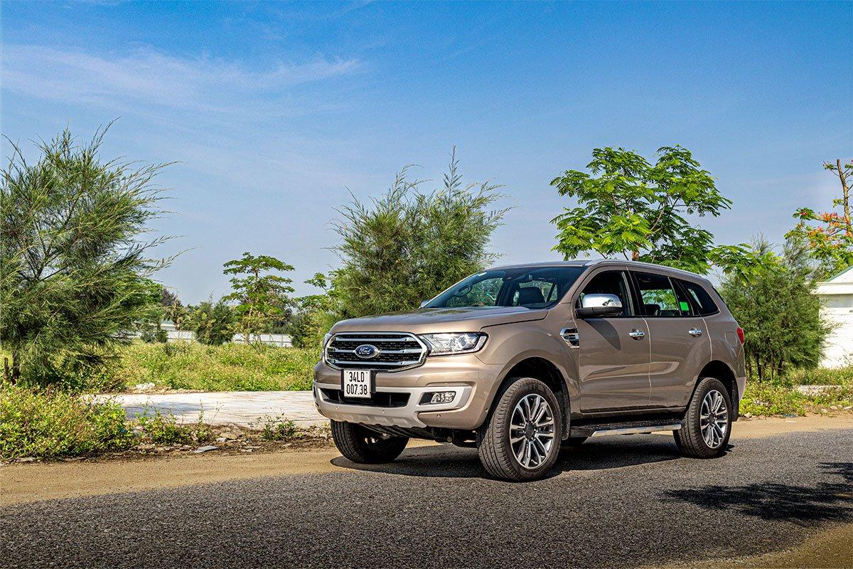 Ford Everest giảm giá từ 20 đến 50 triệu đồng.