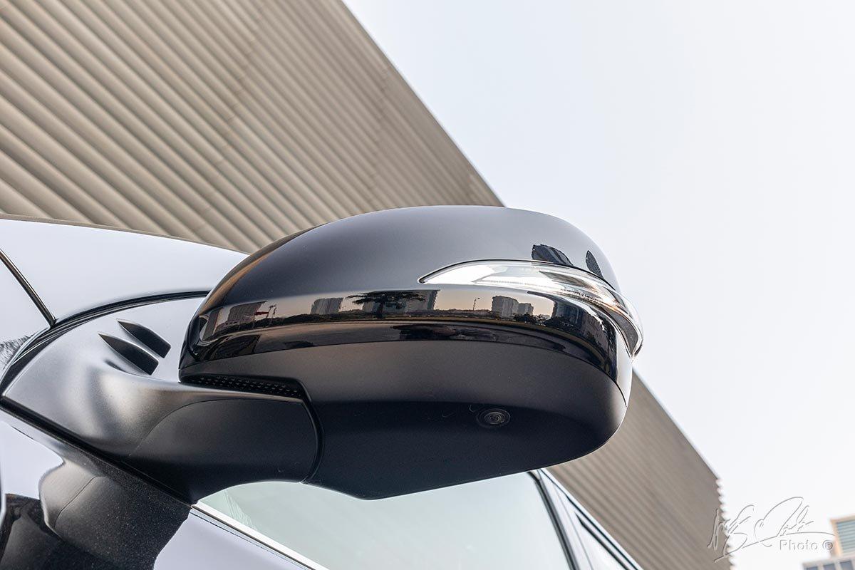 Đánh giá xe Lexus GX 460 2020: Camera hai bên gương chiếu hậu bên.
