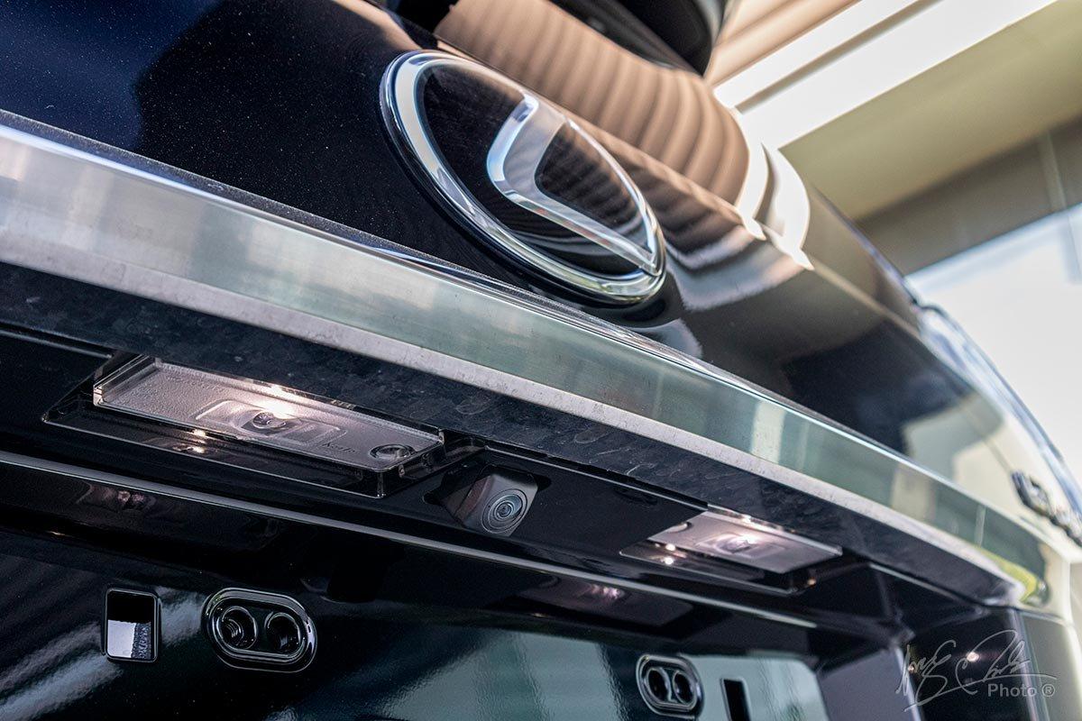Đánh giá xe Lexus GX 460 2020: Camera phía sau.