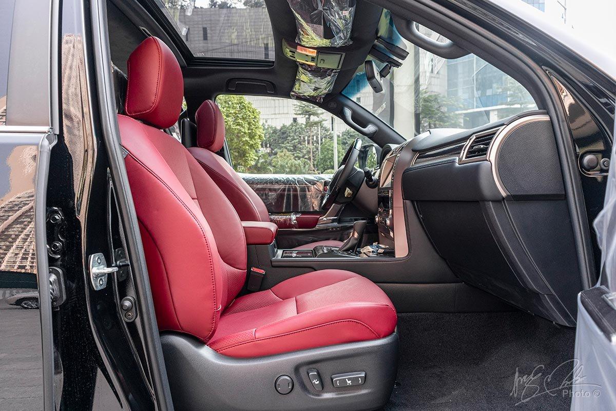 Đánh giá xe Lexus GX 460 2020: Ghế hành khách phía trước.