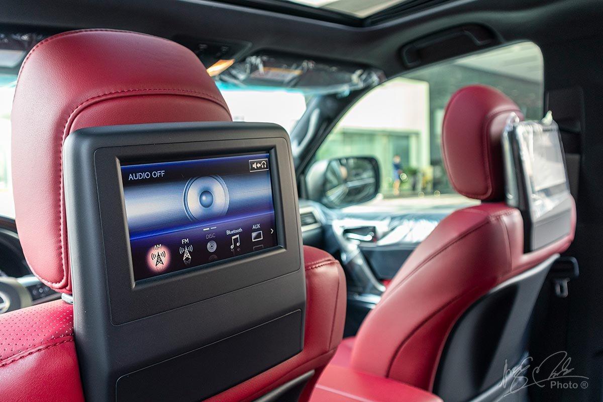 Đánh giá xe Lexus GX 460 2020: Màn hình giải trí cho hàng ghế sau.