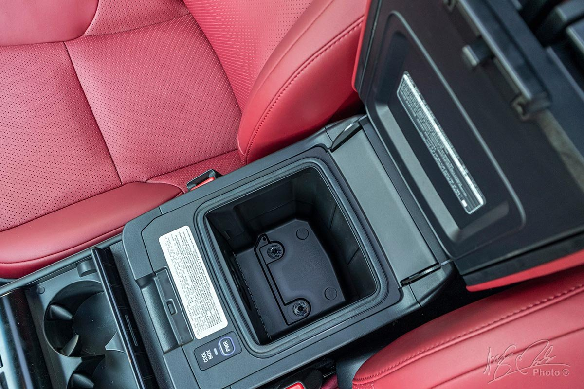 Đánh giá xe Lexus GX 460 2020: Tủ lạnh mini.