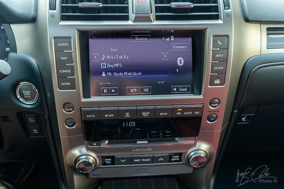 Đánh giá xe Lexus GX 460 2020: Màn hình cảm ứng 8 inch và hệ thống âm thanh cao cấp Mark Levinson.