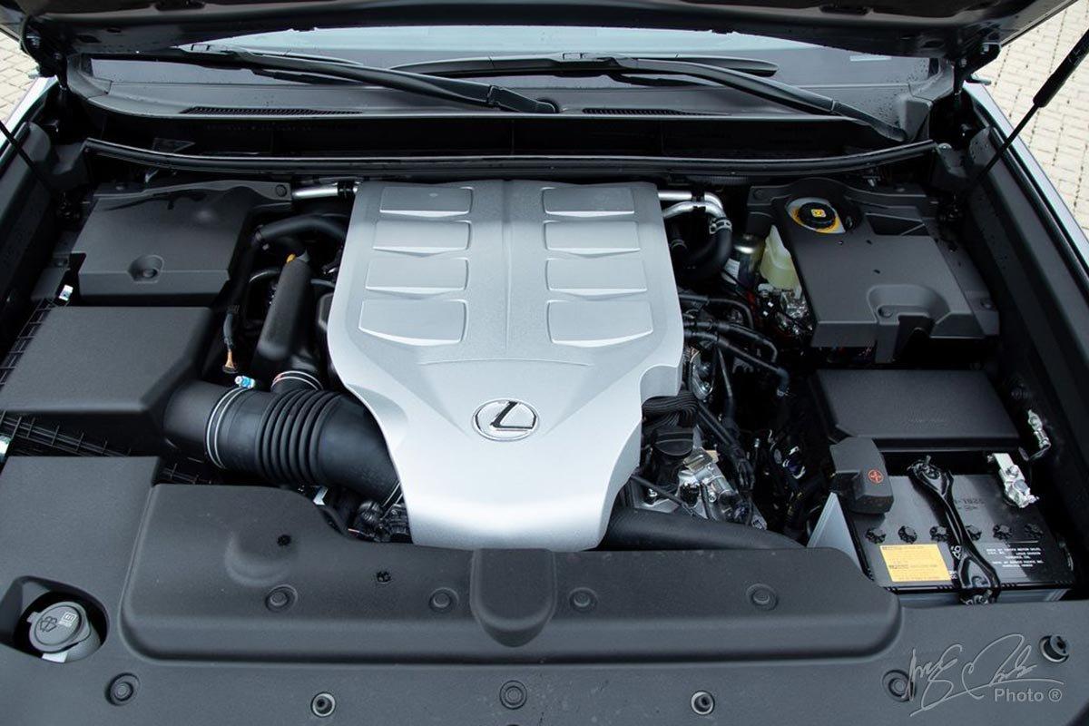 Đánh giá xe Lexus GX 460 2020: Động cơ V-8 4.6L cũ.