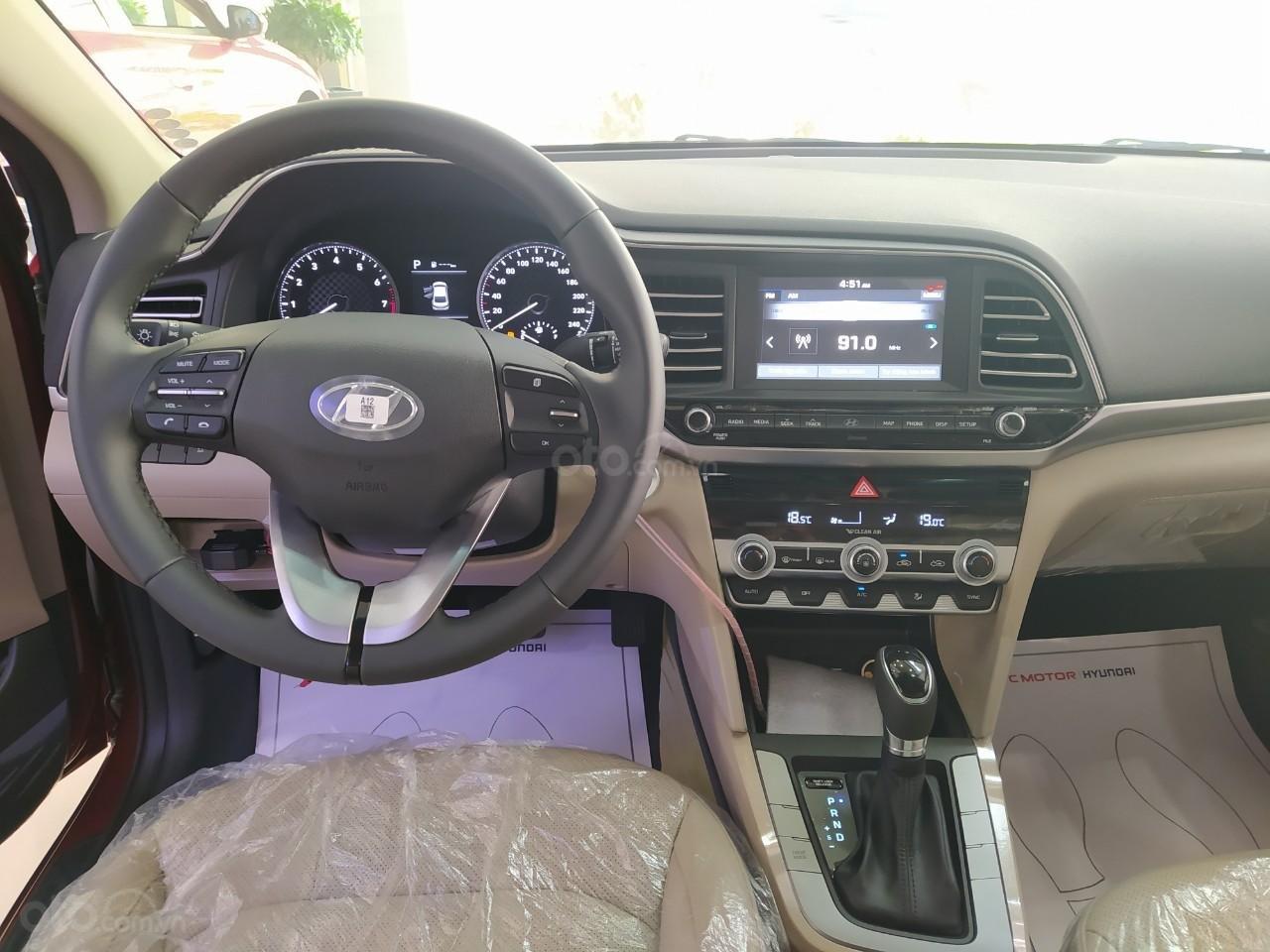 Hyundai An Phú bán Hyundai Elantra giá tốt, góp 90%, xe giao ngay, liên hệ Mr Nghĩa để được hỗ trợ tốt nhất (8)