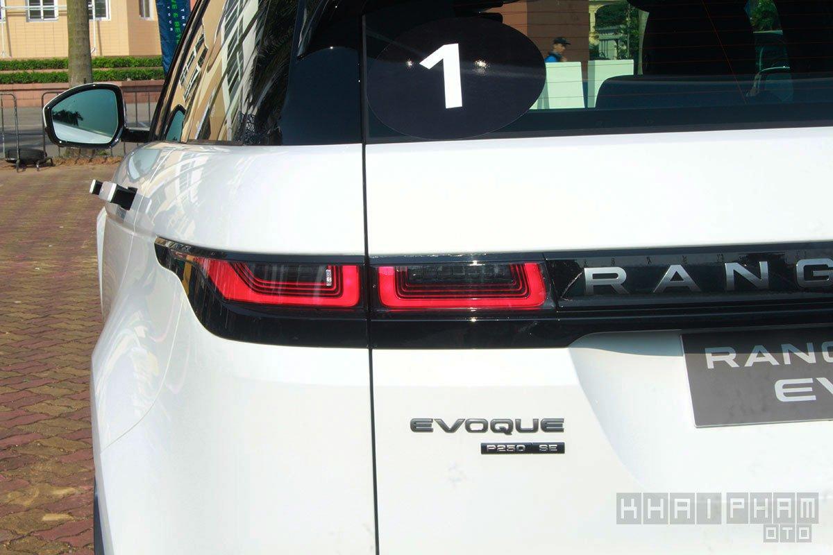 Ảnh chụp đèn hậu xe Land Rover Range Rover Evoque 2020