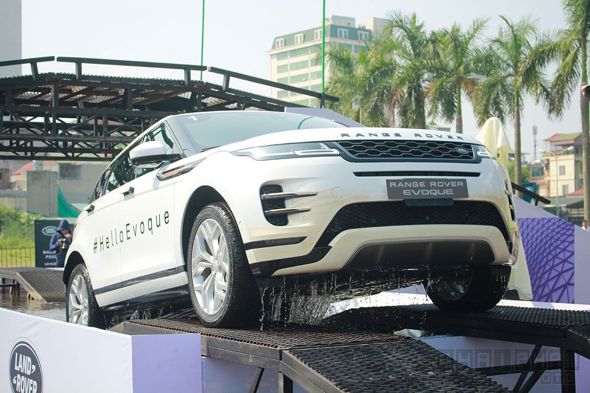 Ảnh chụp trước xe Land Rover Range Rover Evoque 2020