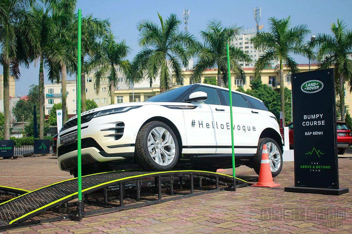 Land Rover Range Rover Evoque 2020 đang chạy