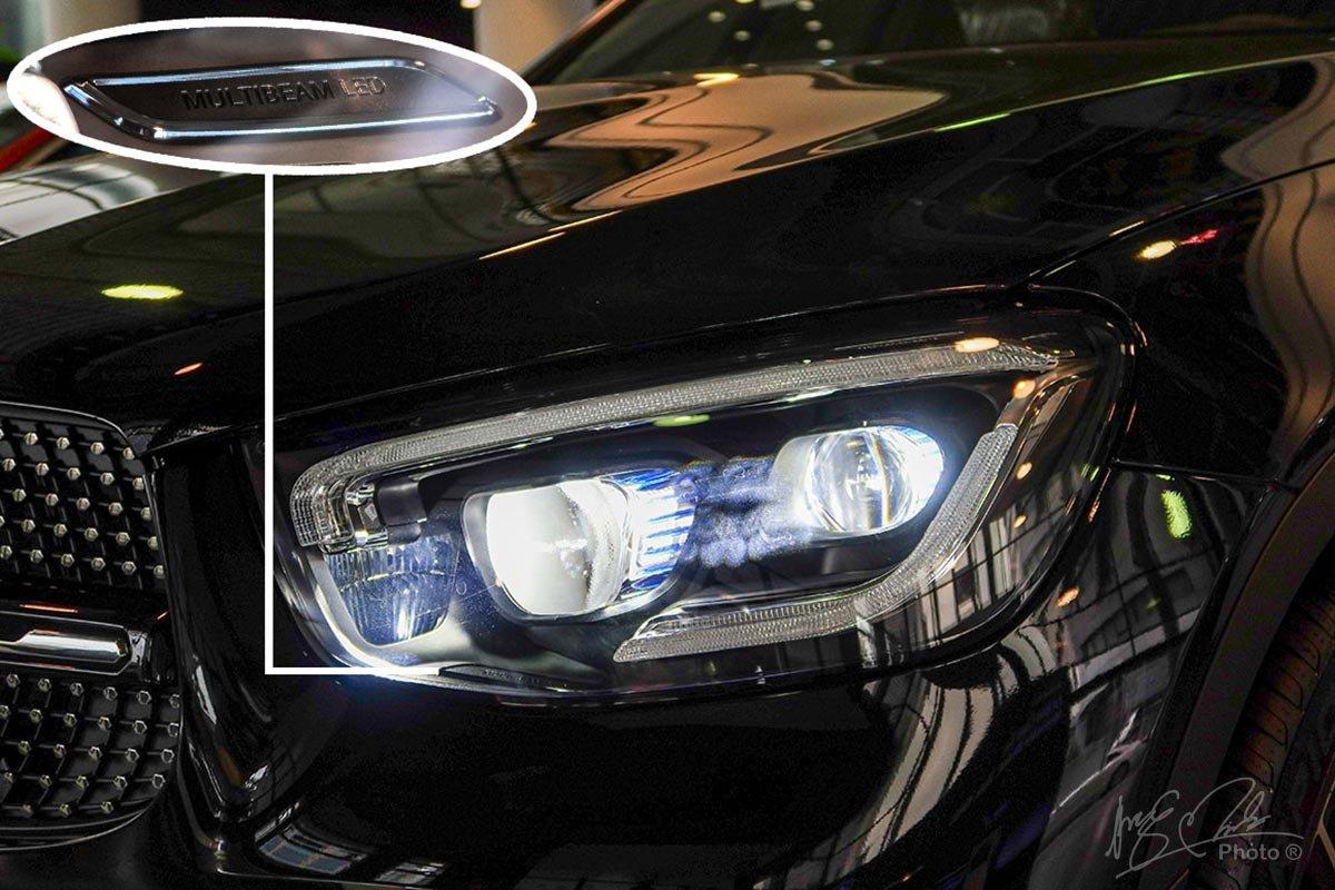 Phiên bản GLC 300 4MATIC 2020 lần đầu tiên được trang bị đèn pha thông minh Multibeam LED.