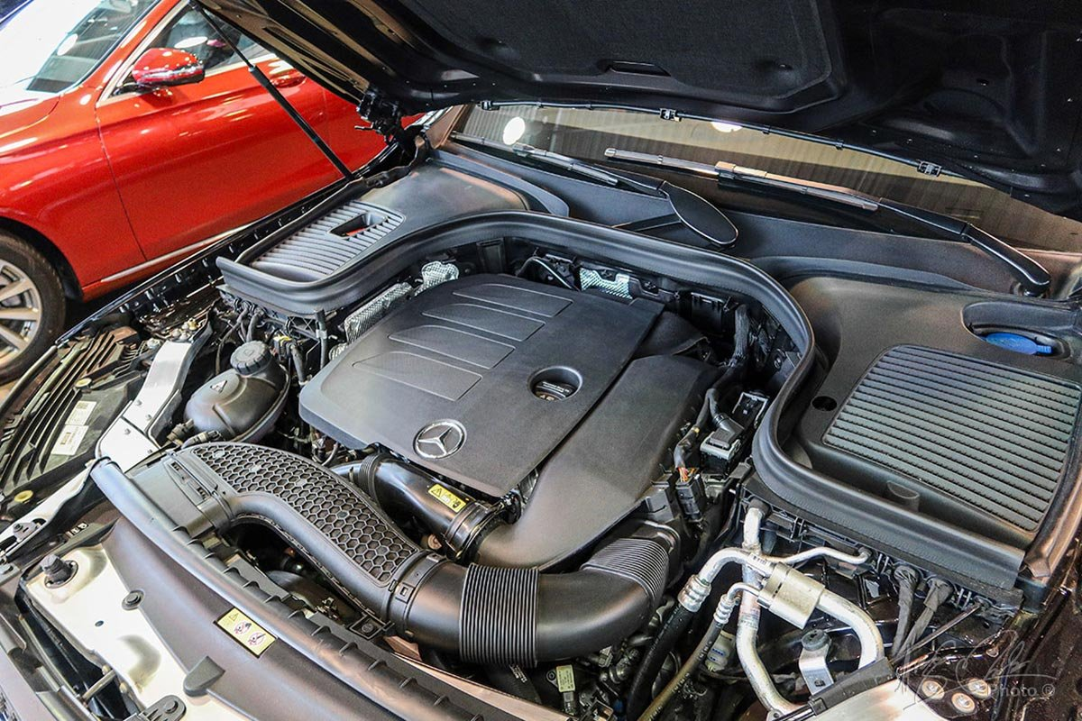 Động cơ I-4 2.0L mới trên Mercedes-Benz GLC 2020 cho công suất nhỉnh hơn 13 mã lực so với động cơ cũ.