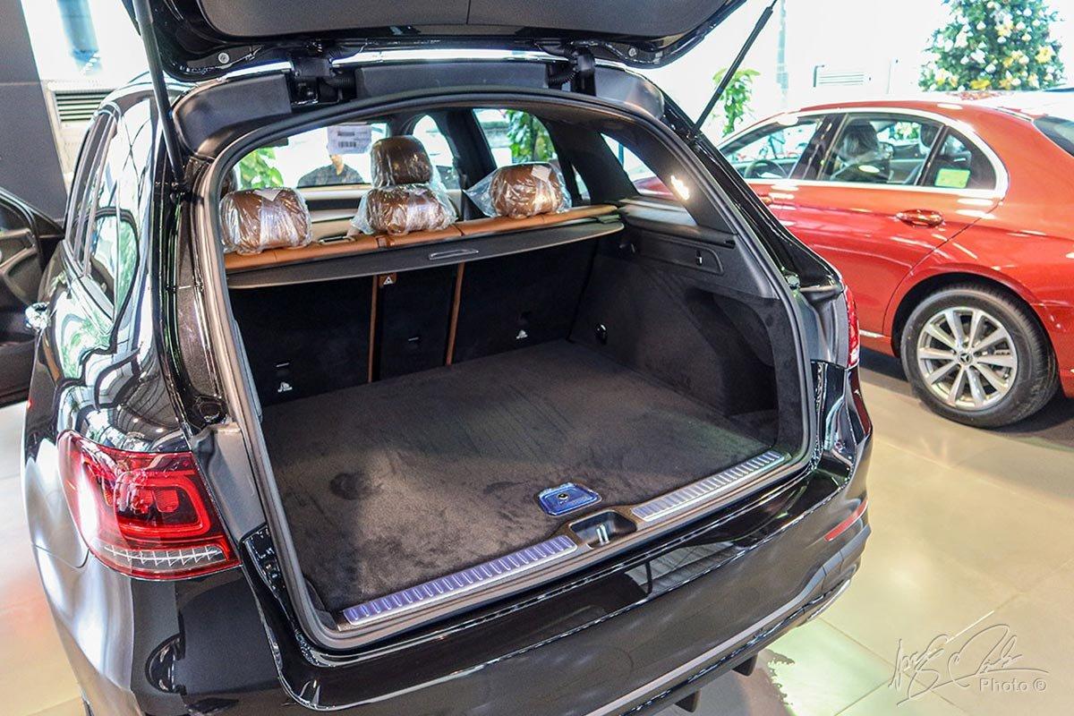 Dù là Crossover cỡ nhỏ nhưng Mercedes-Benz GLC 2020 có khoang hành lý khá lớn.