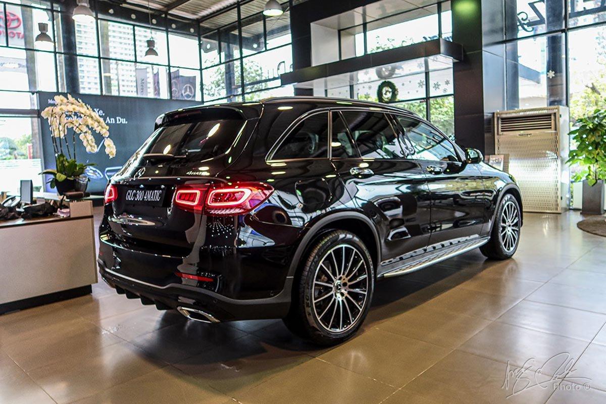 Một thay đổi nhỏ ở phần đuôi của Mercedes-Benz GLC 2020 cũng đủ làm chiếc xe nổi bật và khác biệt.