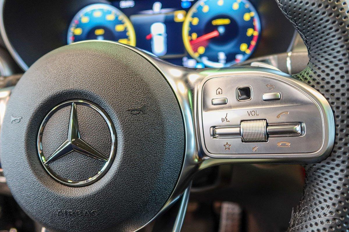 Nút điều chỉnh bằng cảm ứng tích hợp trên vô-lăng của Mercedes-Benz GLC 2020.