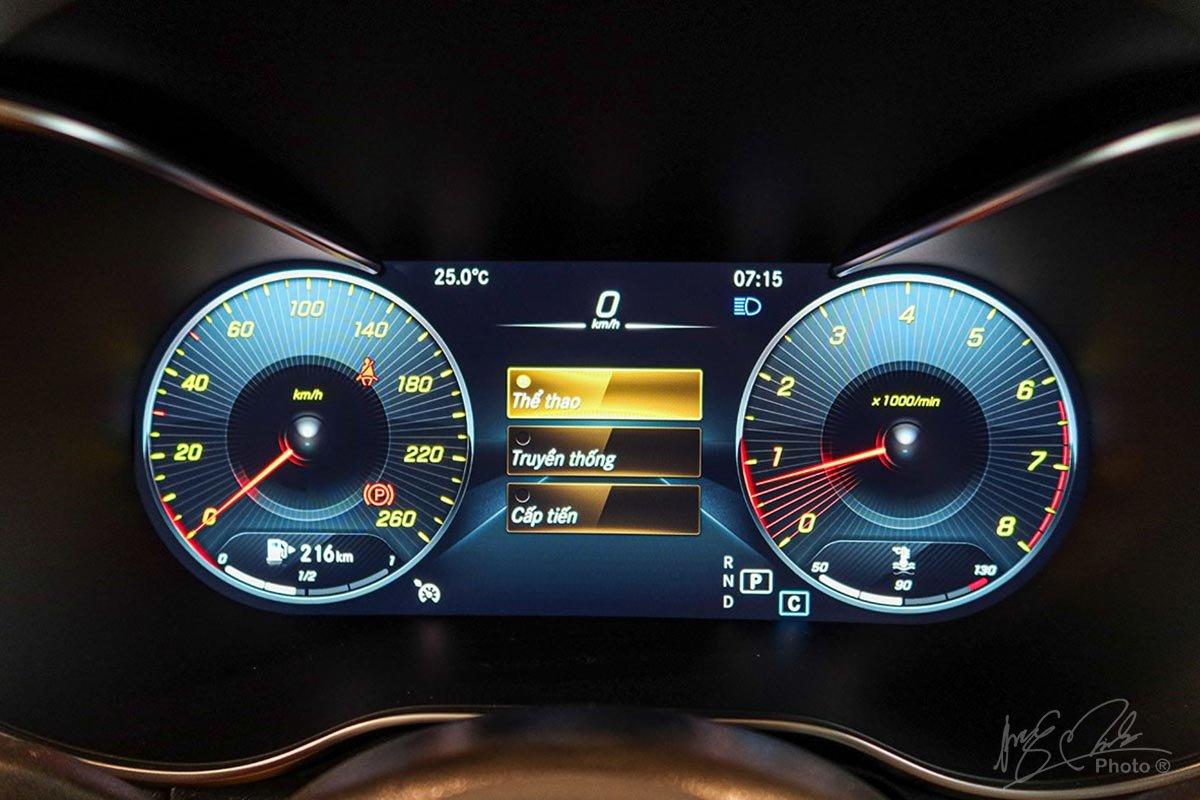 Bảng đồng hồ kỹ thuật số 12,3 inch trên GLC 300 4MATIC 2020.