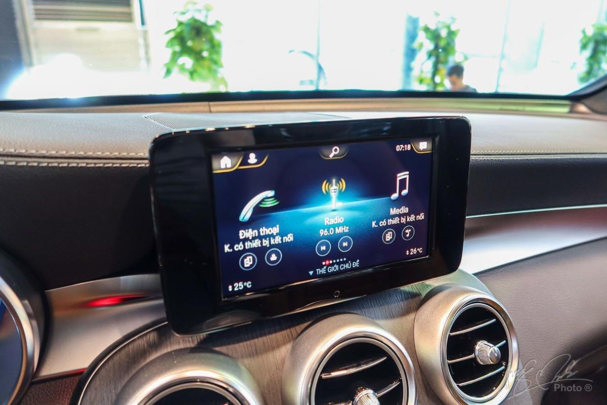 Màn hình cảm ứng 7 inch tích hợp giao diện MBUX.