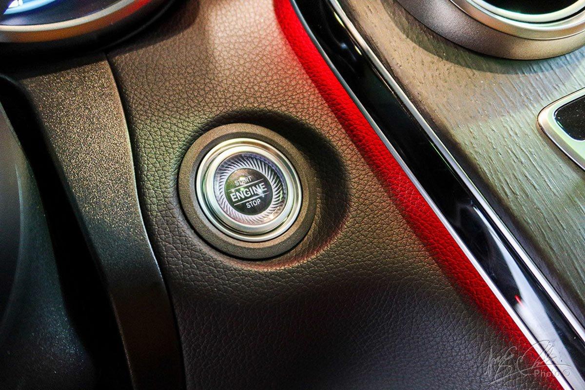 Khởi động bằng nút bấm trên Mercedes-Benz GLC 2020.