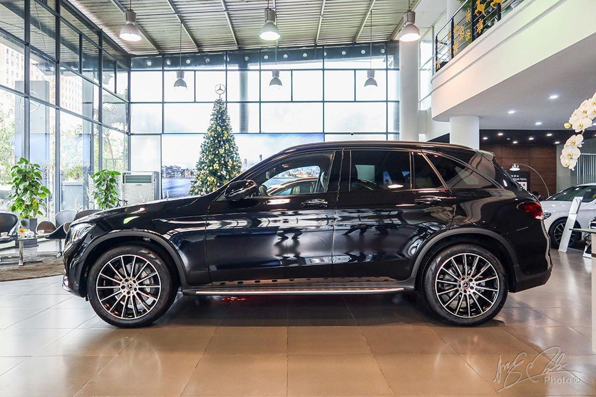 Gói Night Package được thể hiện nhiều ở phần thân xe Mercedes-Benz GLC 2020.