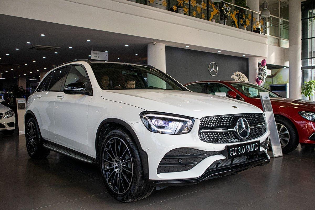Màu trắng và đen vẫn là 2 màu sắc phổ biến mà người dùng hay chọn khi mua Mercedes-Benz GLC 2020.