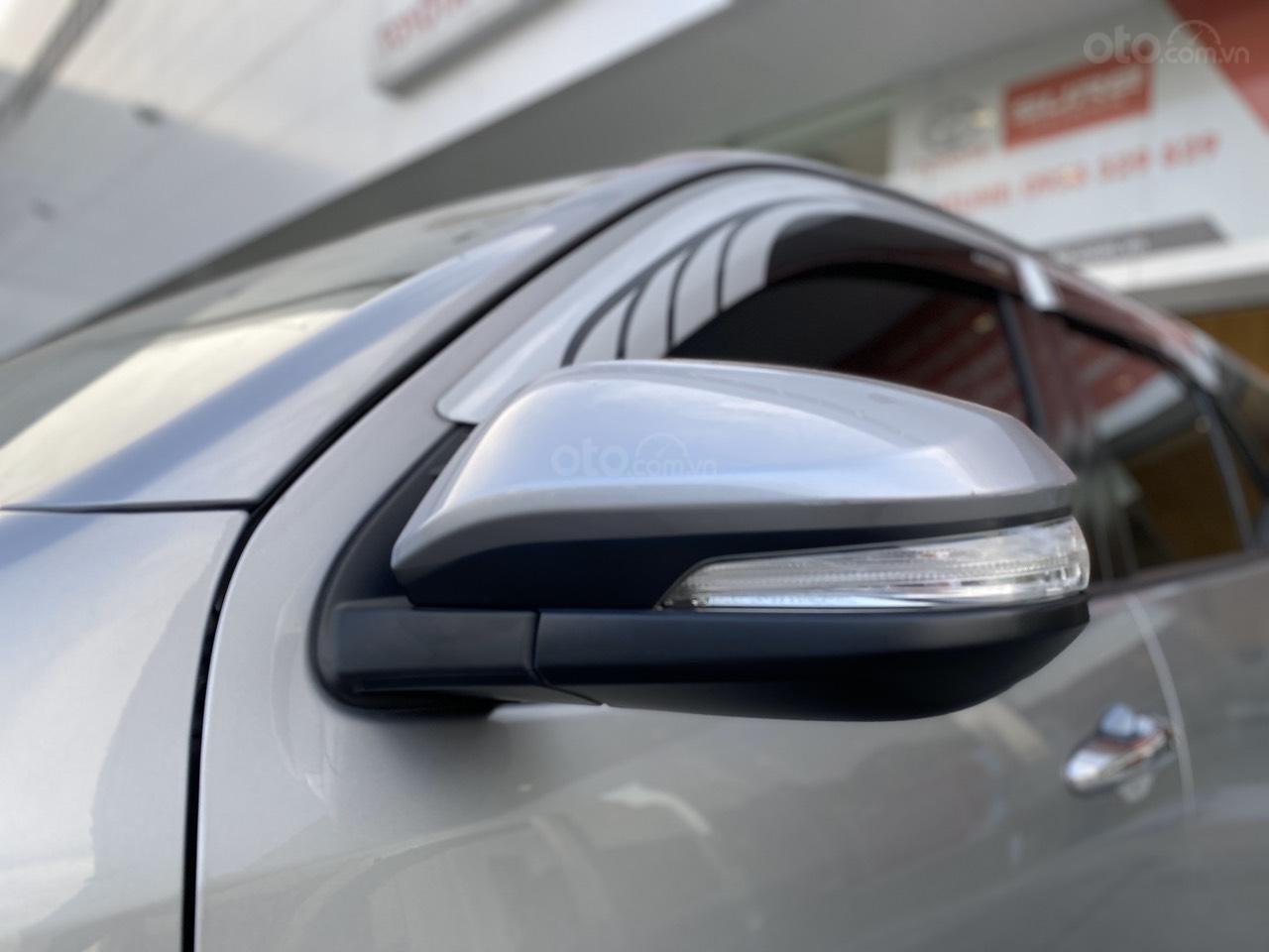 Bán Toyota Fortuner 2.7V 4x2 AT 2017, màu bạc, nhập khẩu, đi 23.000km giá 970tr (6)