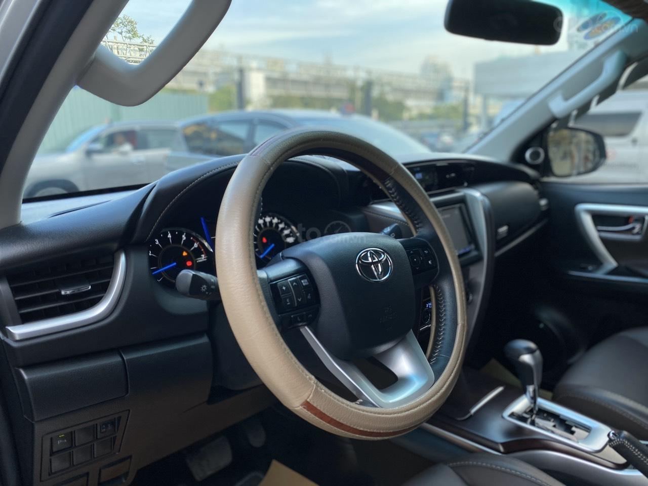 Bán Toyota Fortuner 2.7V 4x2 AT 2017, màu bạc, nhập khẩu, đi 23.000km giá 970tr (9)