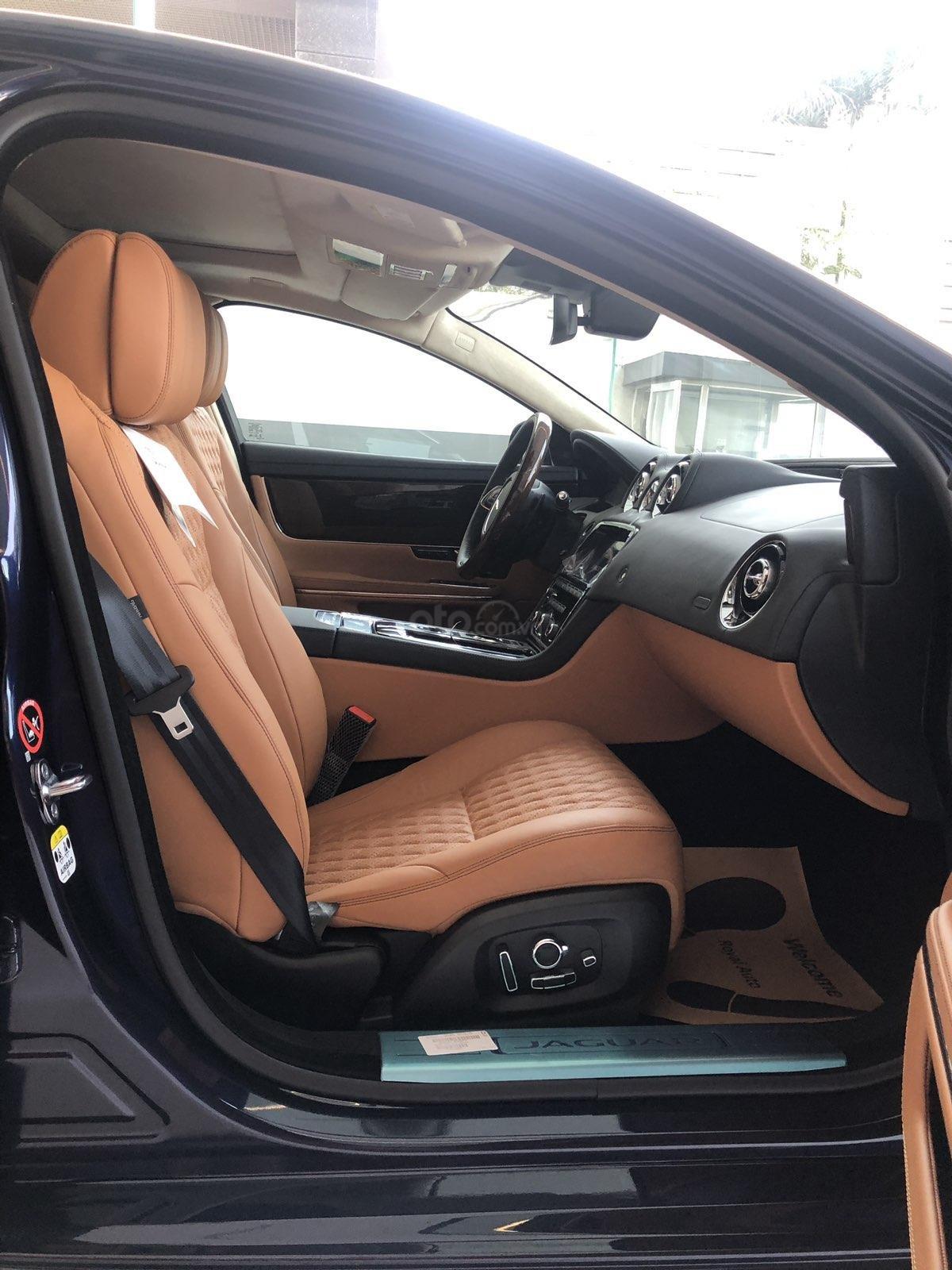 Bán Jaguar XJ L 3.0 Portfolio đời 2019, màu đen, trắng, xanh nhập khẩu giao ngay giá tốt (10)