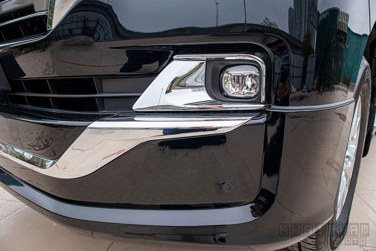 Ảnh chụp đèn sương mù xe Toyota Land Cruiser 2020