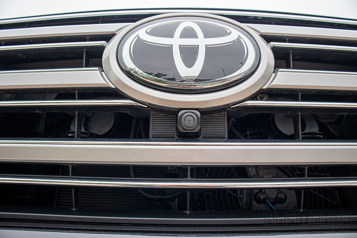 Ảnh chụp camera trước xe Toyota Land Cruiser 2020
