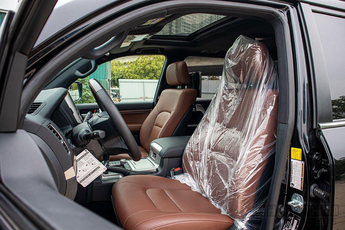 Ảnh chụp ghế ngồi xe Toyota Land Cruiser 2020