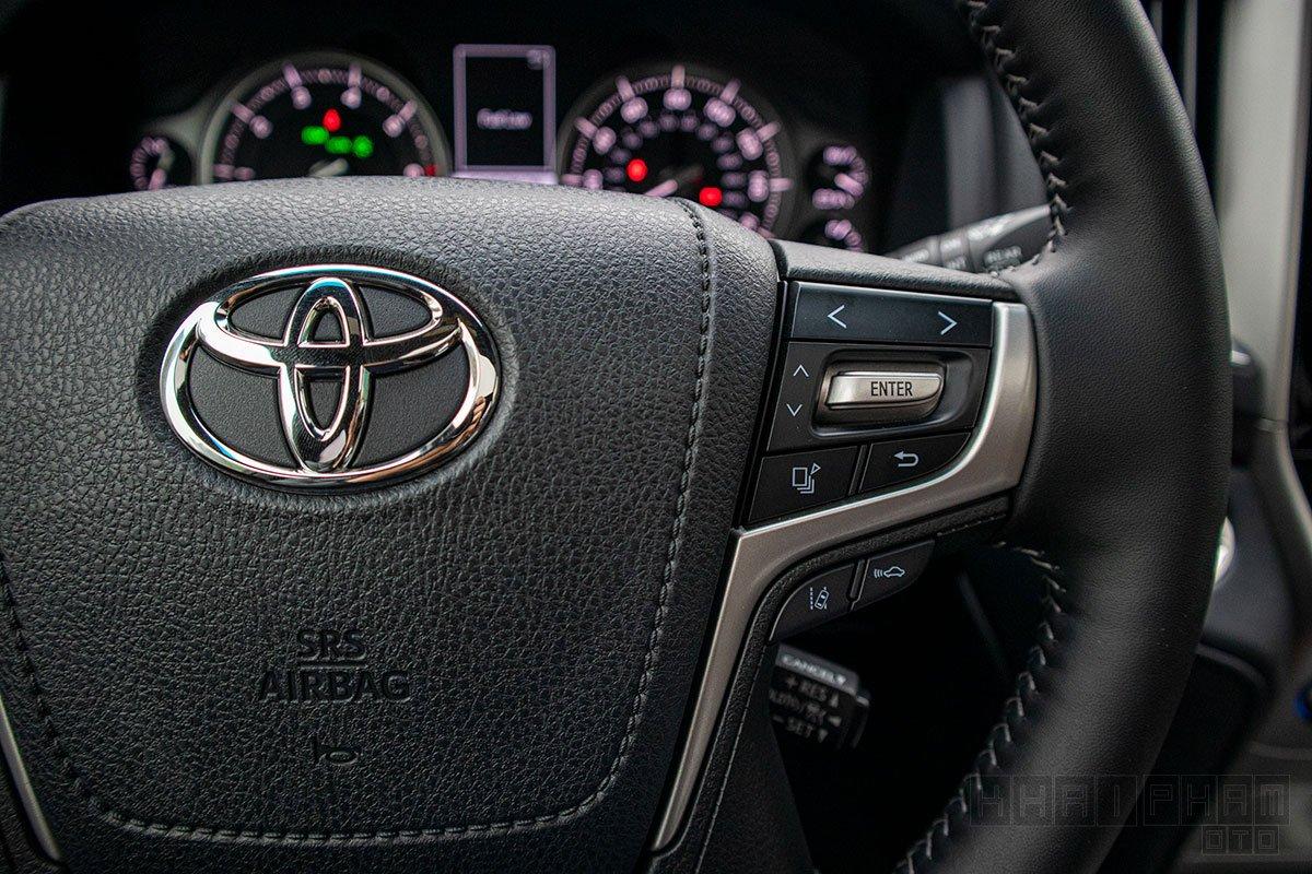 Hình ảnh nút bấm vô-lăng xe Toyota Land Cruiser 2020