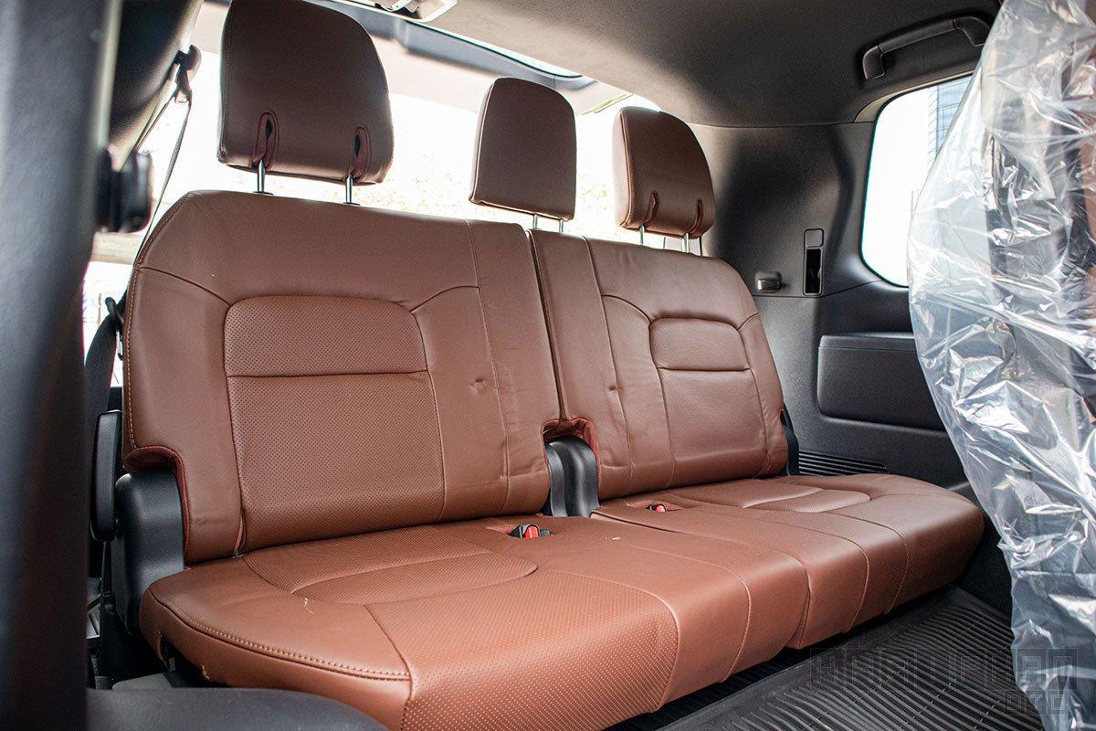 Ảnh chụp hàng ghế cuối xe Toyota Land Cruiser 2020