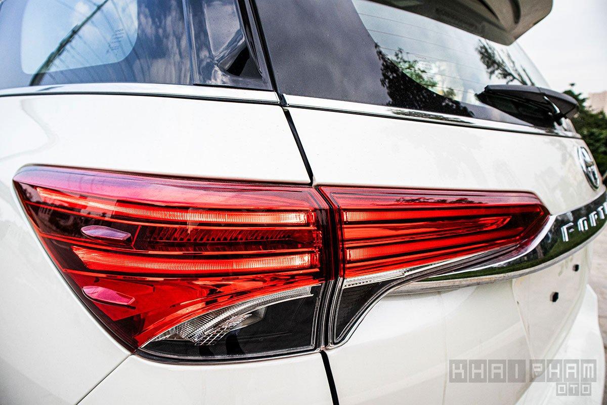 Hình ảnh cụm đèn hậu xe Toyota Fortuner 2020