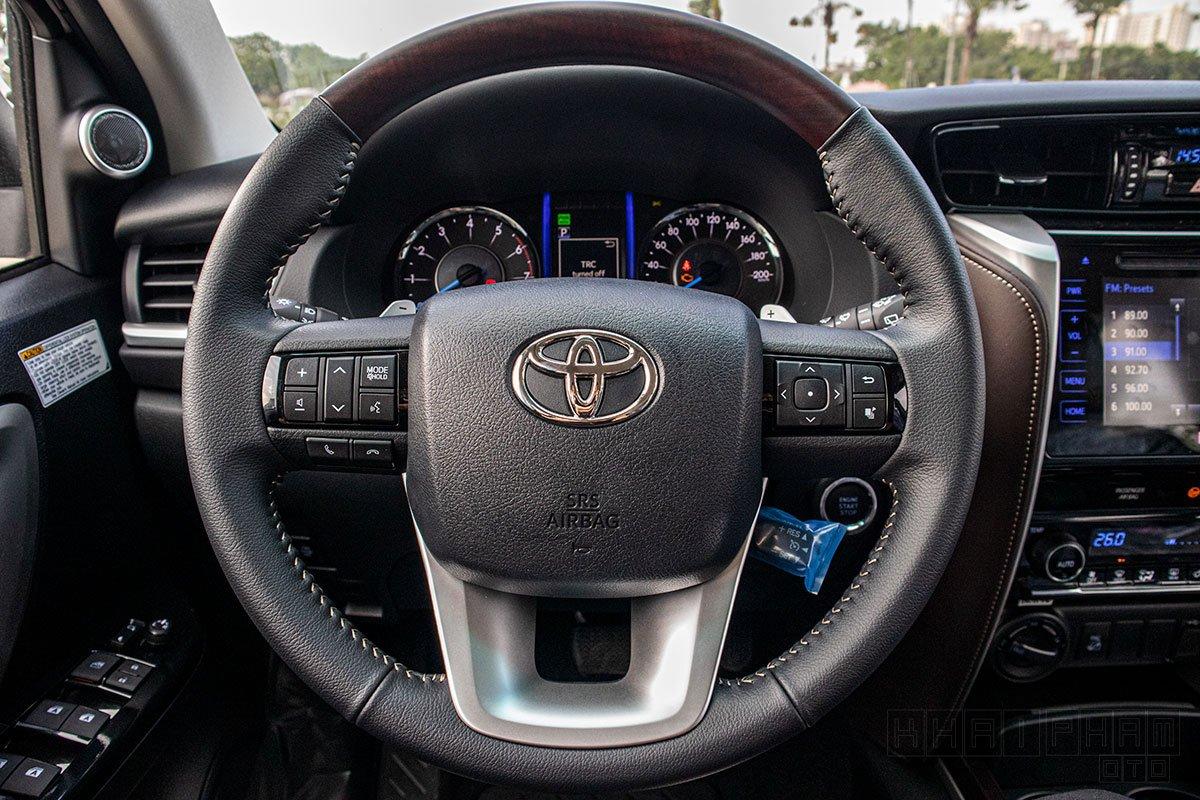 Vô-lăng xe Toyota Fortuner 2020