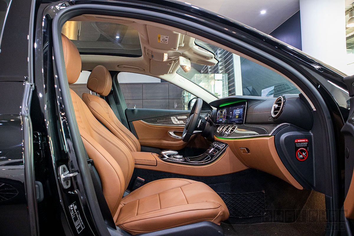 Hàng ghế trước xe Mercedes-Benz E300 AMG 2020