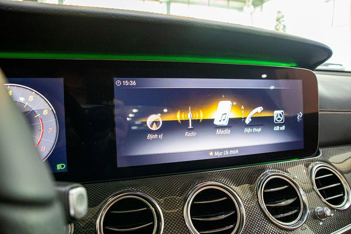 Màn hình giải trí xe Mercedes-Benz E300 AMG 2020