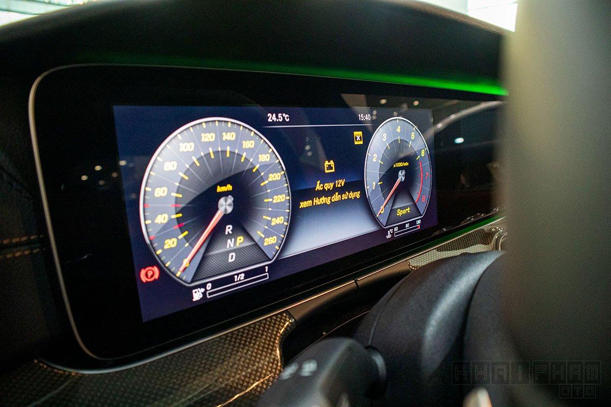 Cụm đồng hồ sau vô-lăng xe Mercedes-Benz E300 AMG 2020