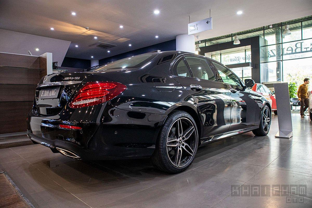 Đuôi xe Mercedes-Benz E300 AMG 2020