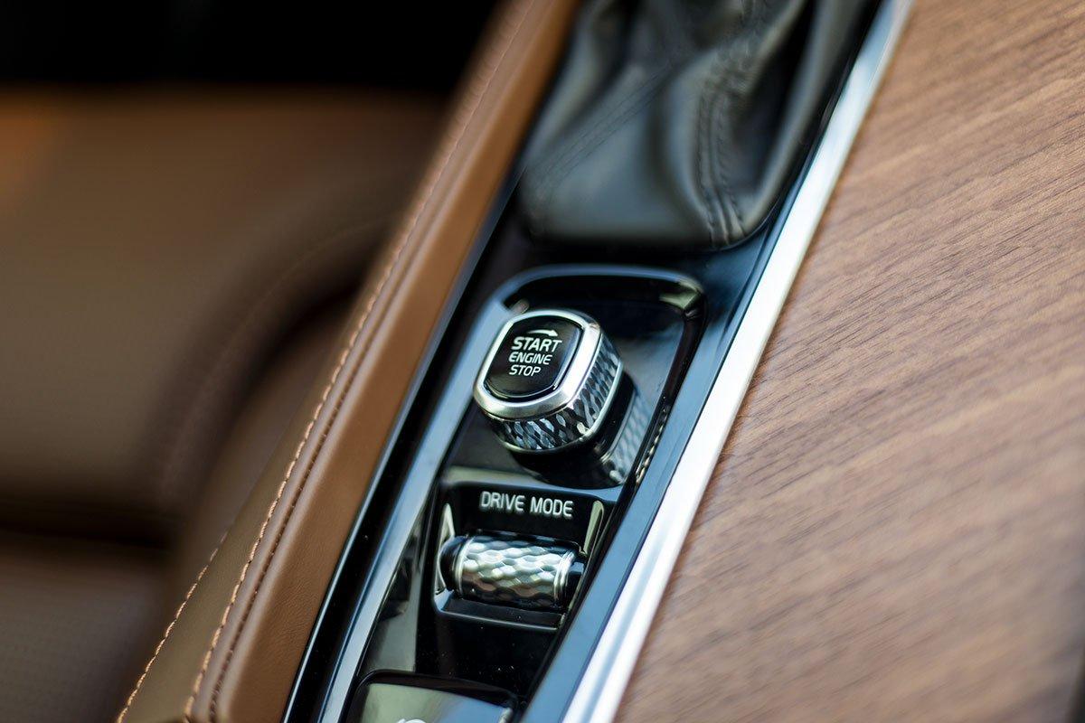 Đánh giá xe Volvo XC90 2020: Khởi động dạng núm xoay.