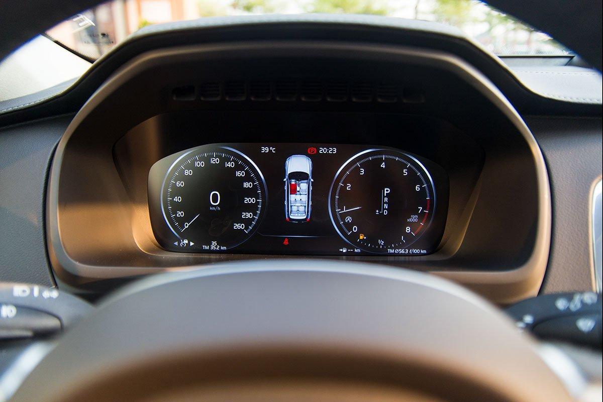 Đánh giá xe Volvo XC90 2020: Bảng đồng hồ kỹ thuật số 12,3 inch hiển thị rất nhiều thông tin cho người lái.