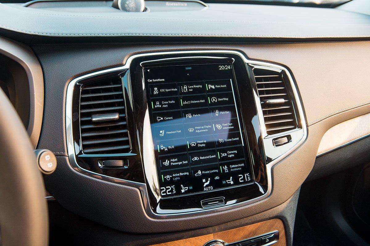 Đánh giá xe Volvo XC90 2020: Màn hình giải trí cỡ lớn 9 inch.