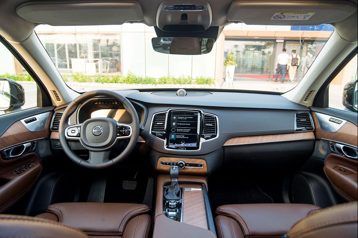 Đánh giá xe Volvo XC90 2020: Nội thất vẫn được giữ nguyên thiết kế.