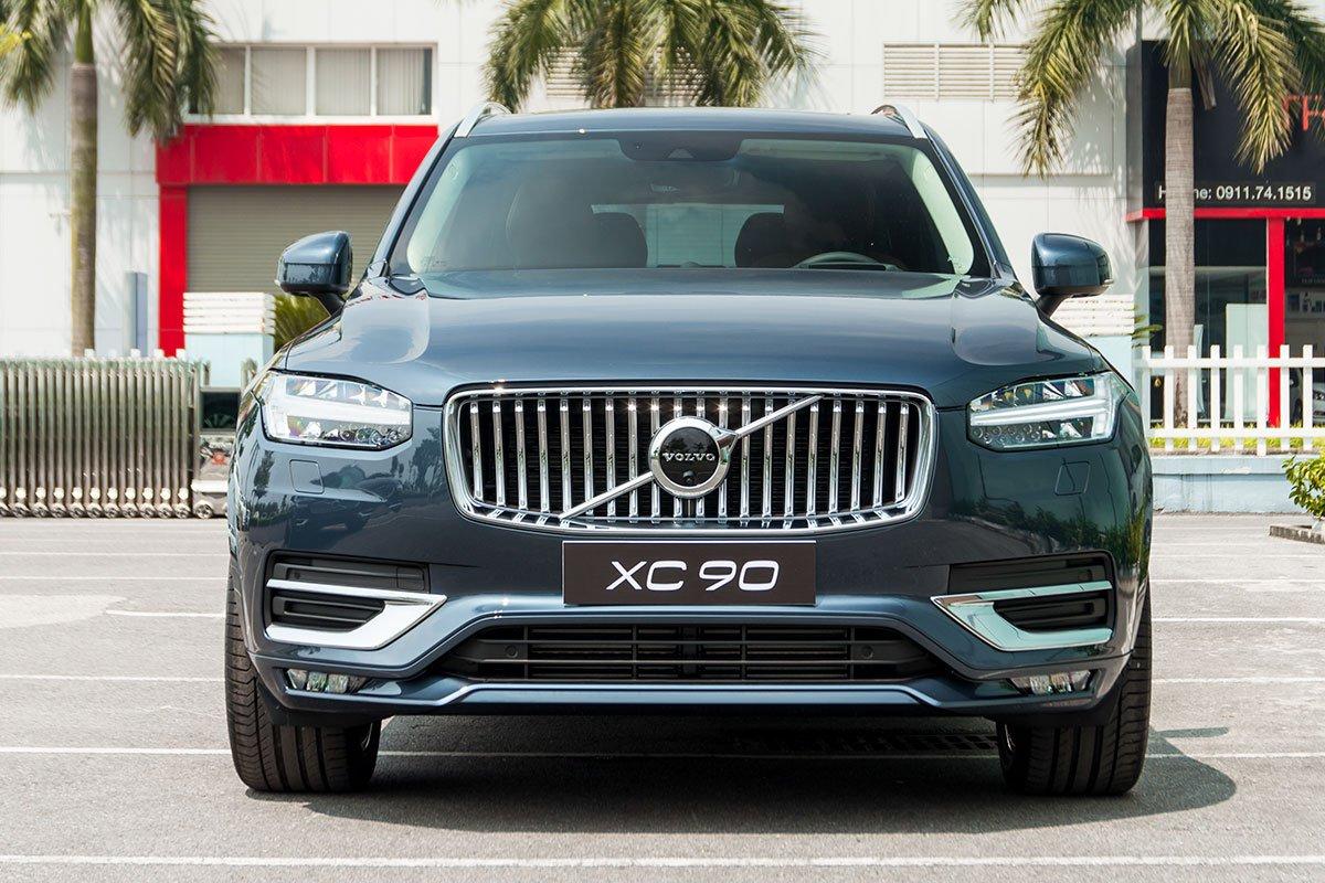 Đánh giá xe volvo xc90 2020: Phần đầu xe chỉ được thay đổi rất ít.