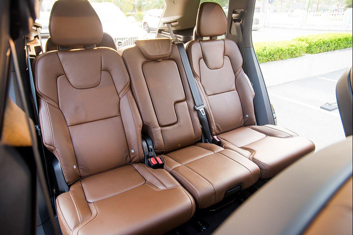 Đánh giá xe Volvo XC90 2020: Hàng ghế thứ 3 với 3 tựa lưng độc lập.