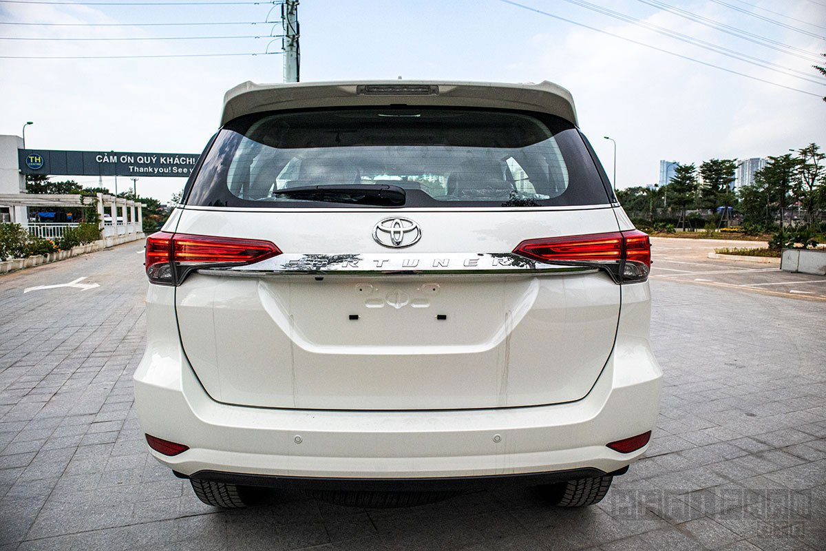 Ảnh chụp đuôi xe Toyota Fortuner 2020
