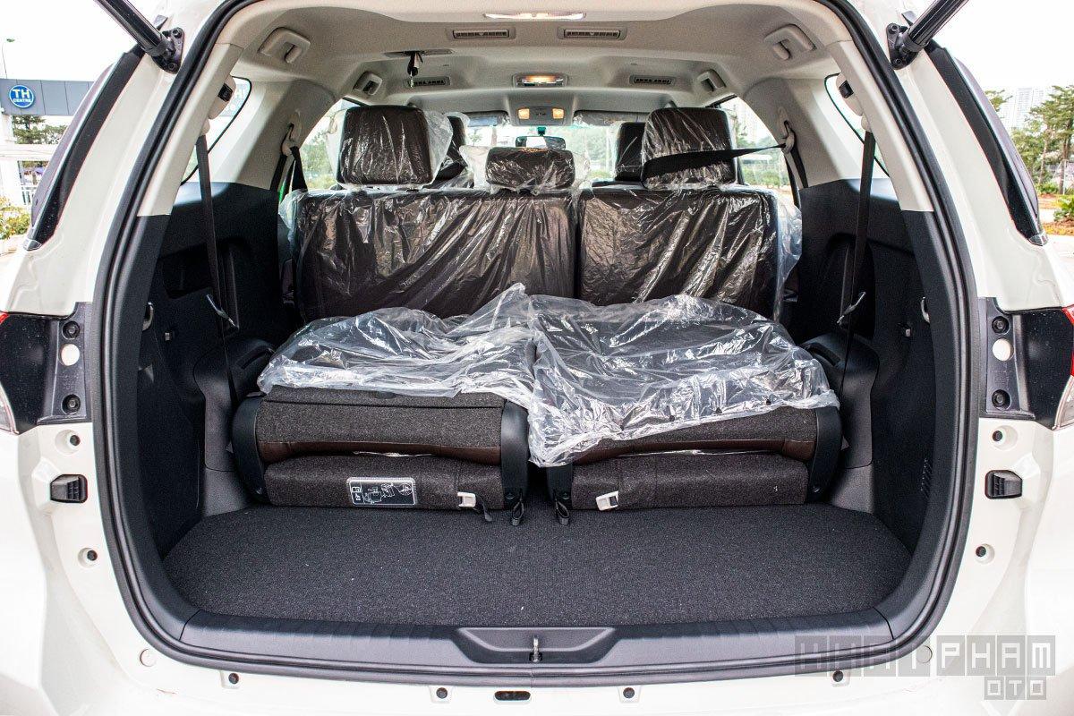 Ảnh chụp ghế thứ 3 gập xe Toyota Fortuner 2020