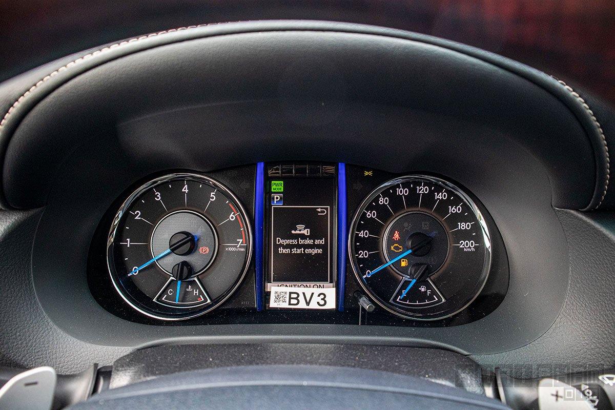 Ảnh chụp đồng hồ xe Toyota Fortuner 2020